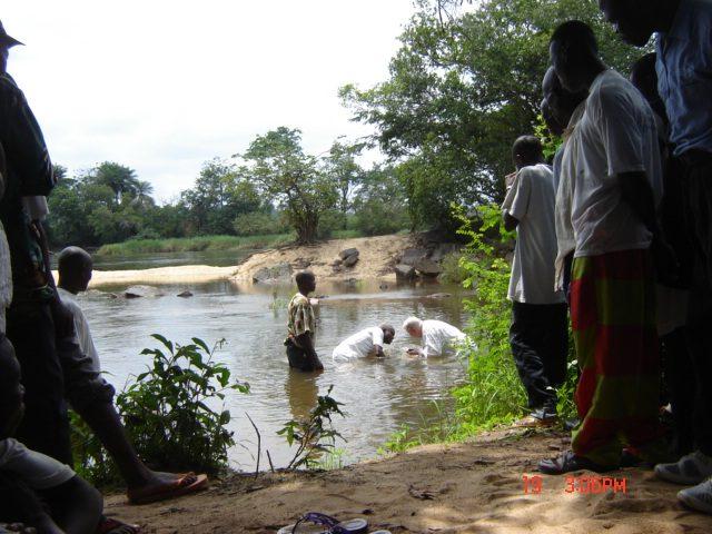 Dopen in de rivier